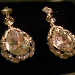 Avon Smithsonian Marie Antoinette Earrings